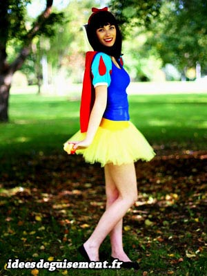 Fancy dress of Snow White - Letter S