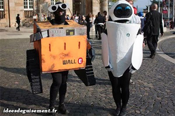 Costume of Eva from Wall-E - Letter E