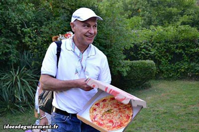 Cheap fancy dress of Pizza delivery man